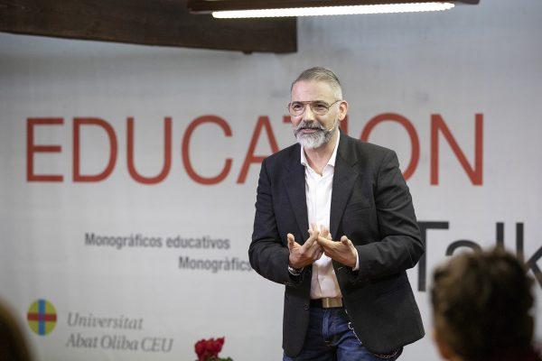 Dimas Fábregas en el escenario de Education Talks
